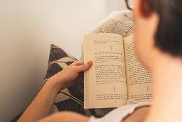 Võta sügisõhtute kaaslaseks raamat! Tallinna Keskraamatukogus algas koduteemaline lugemisprogramm