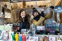 GALERII | Birgit ja Indrek Sarrap kauplevad jõuluturul: geniaalset müügitaktikat veel pole, aga õpime parimatelt