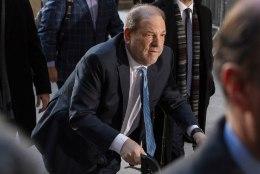 Südamelõikuse läbinud Harvey Weinstein viidi lõpuks türmi