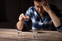 NAPSIST POLE ABI: kange alkoholi joomine ei ravi koroonahaigust