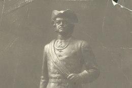 SUUR LUGU | OMAAEGNE PRONKSSÕDUR: Peeter I kuju teisaldamine käis peamiselt pimeduse varjus
