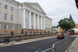 Teistmoodi juuni: Tartu Ülikooli lõpuaktused peetakse kaugjuhtimisel, peahoone esine remondis