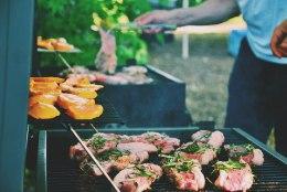 HINNAÜLEVAADE | Millisest poeketist saab grillipeoks soodsaima šašlõki, grillvorsti ja õlle?