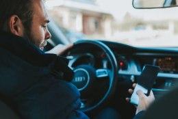 NIPIRAAMAT TESTIB | Milline mobiilihoidja on juhile parim abimees?