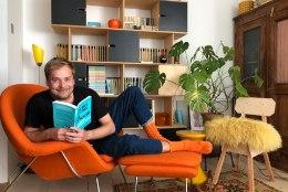 Näitleja Taavi Teplenkovi õdusas kodus leiab nii pärandatud mööblit kui disainiklassikat