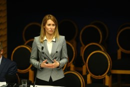 Kaja Kallase esimene infotund peaministrina: mul on väga kummaline olla siin teisel pool lauda esimest korda