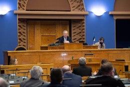 AITAB KAKLUSKLUBIST: riigikogu aseesimees Siim Kallas astub ametist tagasi