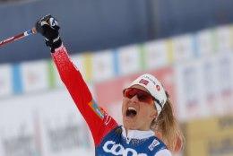 Johaug põrkas rootslannast konkurendiga kokku, kuid tuli sellele vaatamata maailmameistriks