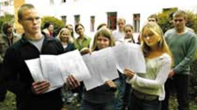 Loksa gümnaasiumi õpilased: «Me ei taha oma koolile kommunisti nime!»