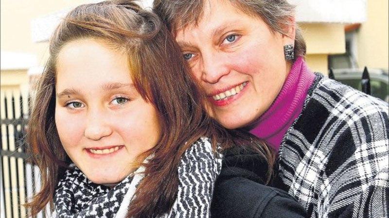 Vapper pisitüdruk ja ema seljatasid verevähi