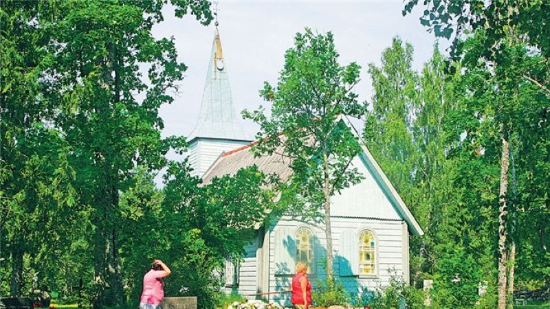 Mandri-Eesti vanim puukirik ja kalmistu