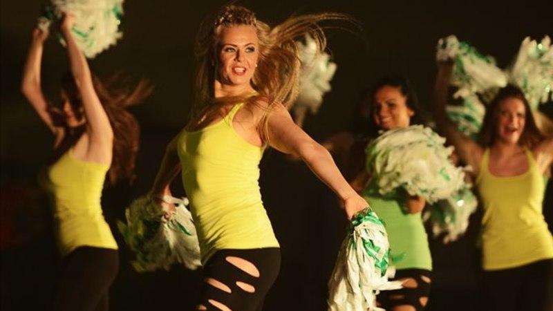 GALERII: Tantsutüdrukud kütsid Põlvas talveilma kuumaks