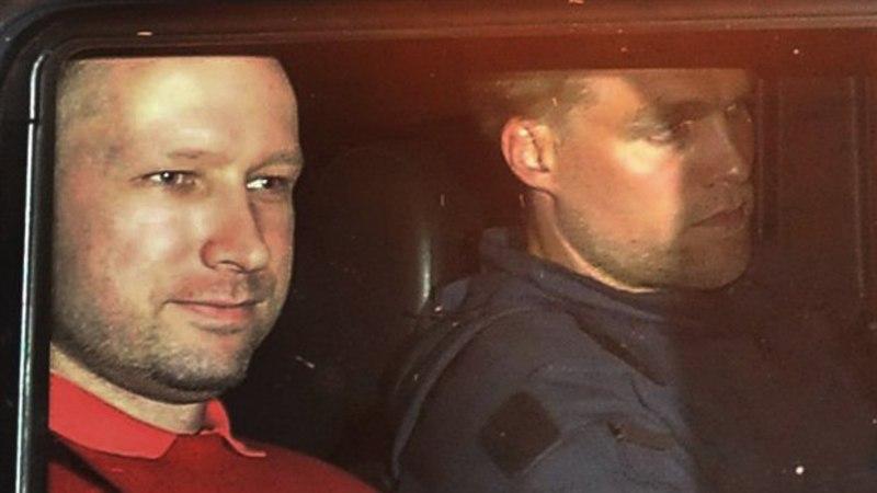 Breivik kasutas 25 krediitkaarti