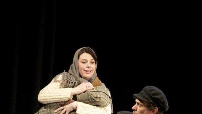 Näitleja Carita Vaikjärv: kui Ugalasse tullakse, siis räägitakse sellest nagu hüppelauast