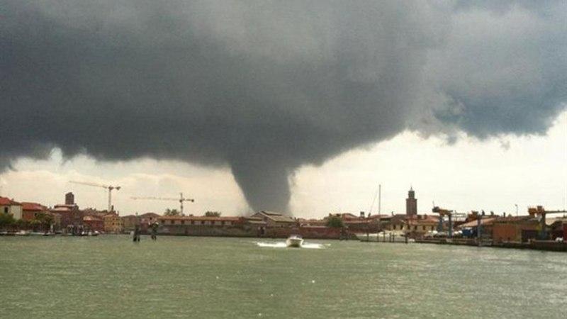 Tromb purustas Veneetsias maju