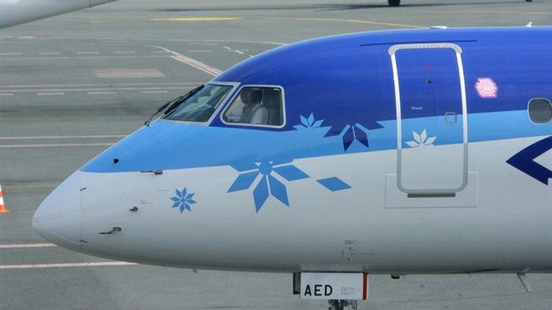 Välk tabas Eesti lennukit