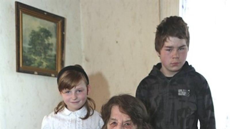 """Viit last kasvatav vanaema: """"Mina enne alla ei anna, kui mul on 100 aastat täis."""""""