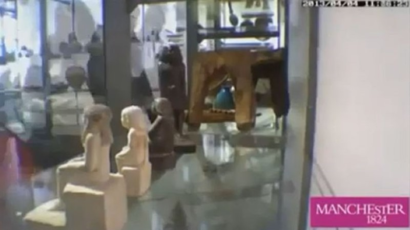 MÜSTIKA: muuseumis ärkas iidne Egiptuse kuju ellu ja muutis asendit