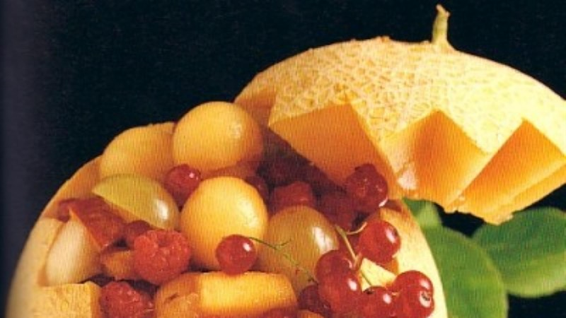 Puuviljasalat apelsinimahlas