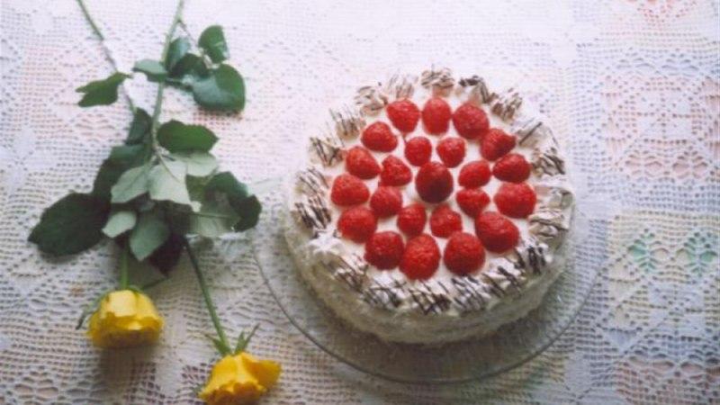 Pruun banaani-maasikatort