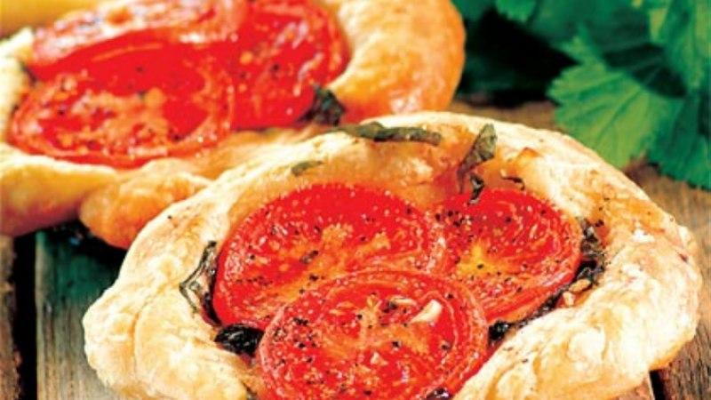 Väikesed tomatipirukad