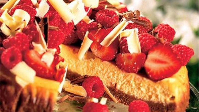 Valge šokolaadi juustukook marjadega