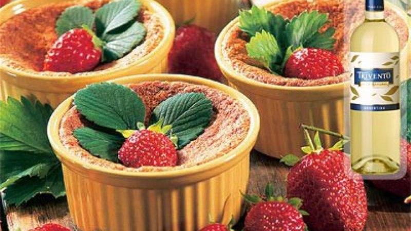 Ahjus küpsetatud maasikadessert