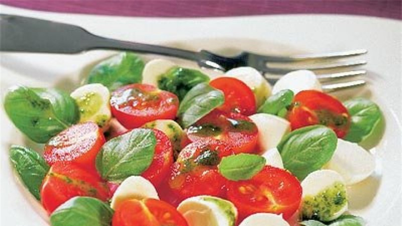 Kirsstomati-mozzarellasalat