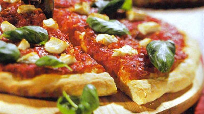 Kitsejuustuga pitsa kartulipõhjal