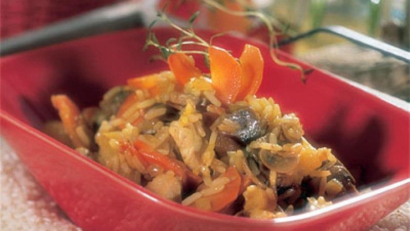 Riisi-ananassivokiroog kanafileega