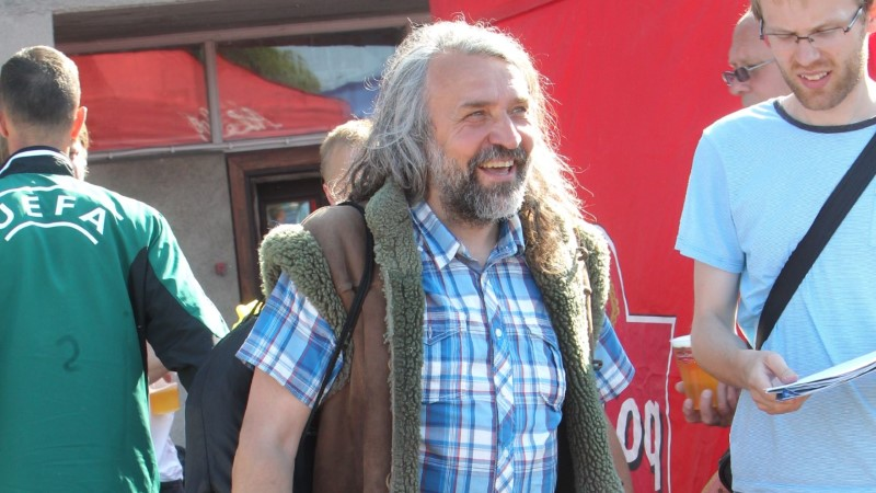 Aivar Pohlak kandis lambanahkse vesti asemel hoopis etnovesti