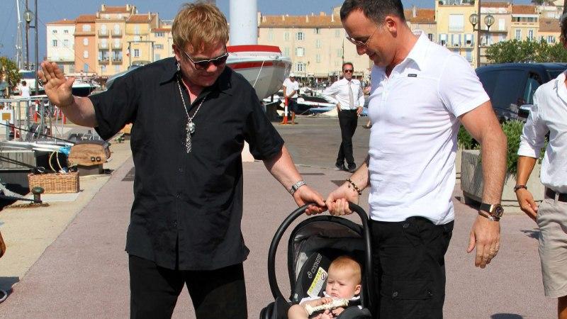 Elton John usaldab lapsed Lady Gagale