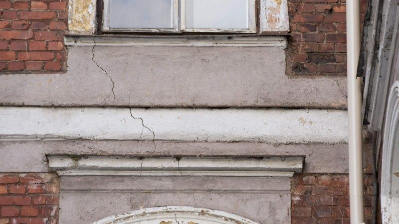 Silmanähtavad hiigelpraod seinas sundisid koolilapsed evakueerima