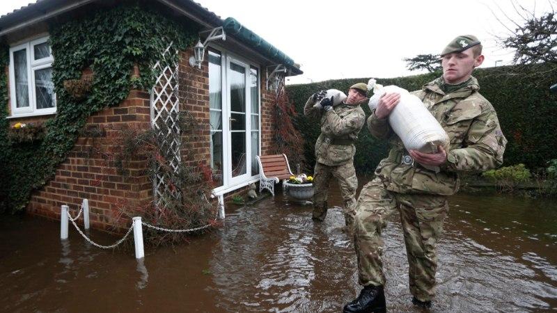 GALERII: Ühendkuningriik seisab silmitsi orkaani ja uute üleujutustega
