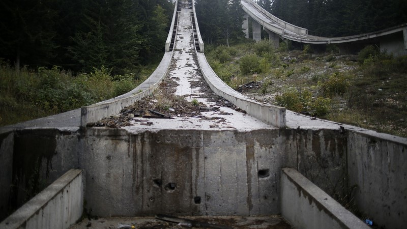 ILUS JA VALUS GALERII: vaata, mis on alles jäänud Sarajevo olümpiarajatistest