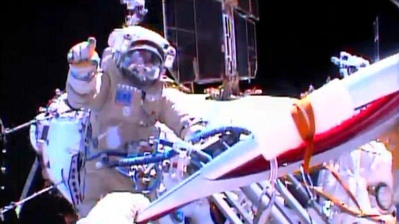 Olümpiatõrviku avakosmosesse viinud astronaut ja kosmonaudid naasid Maale