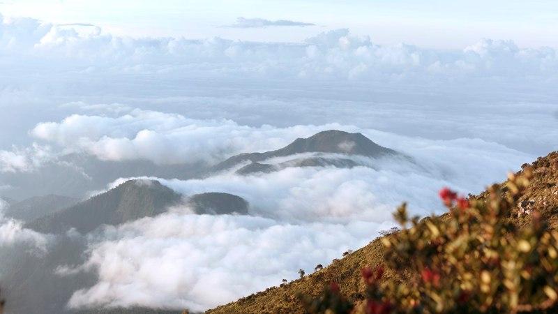 Indoneesia blogi: Gunung Lawu – päikesetõus pilvede kohal