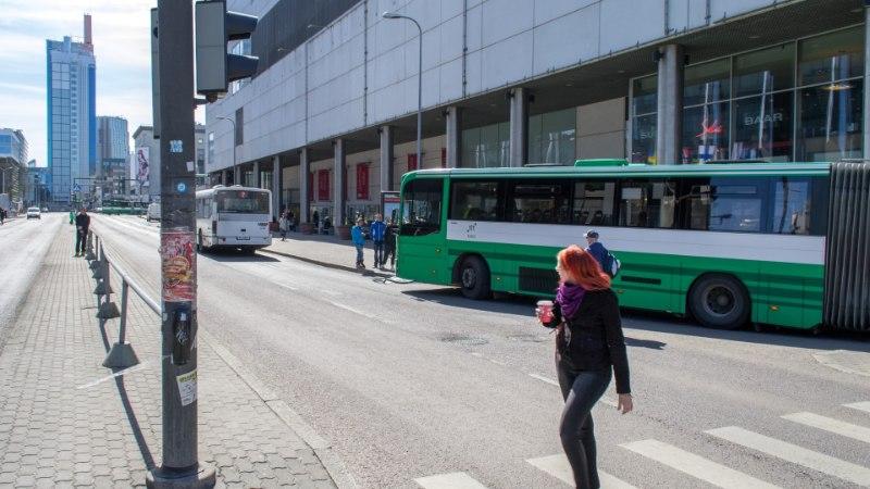 FOTOD: Viru keskuse juures põrkasid liinibussid kokku