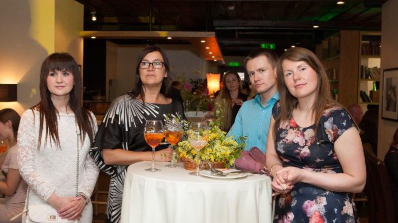 GALERII: Uku Suviste laulis restoran Nipernaadi suvehooaja avatuks