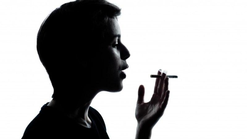 Psühholoogi blogi: mida teha, kui alaealine laps suitsetab?