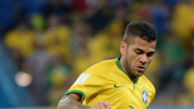 VIDEO: Scolari toksab Alvesi, kes reageerib asjale endale kohasel viisil