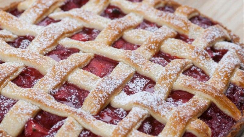 Maasikapirukas ehk maasika-tart koos vedela vanillikastmega