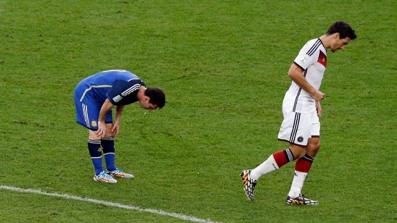 Lionel Messi hakkas jälle keset mängu oksendama
