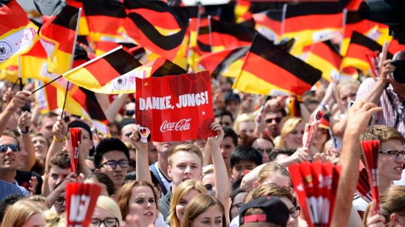 GALERII: sajad tuhanded sakslased tervitasid kodumaale naasnud maailmameistreid