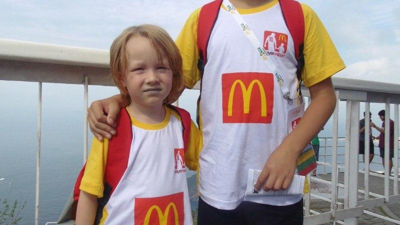 FOTOD: 6aastane Muraste poiss Lukas loodab, et saab täna platsile saata Robbeni või Messi