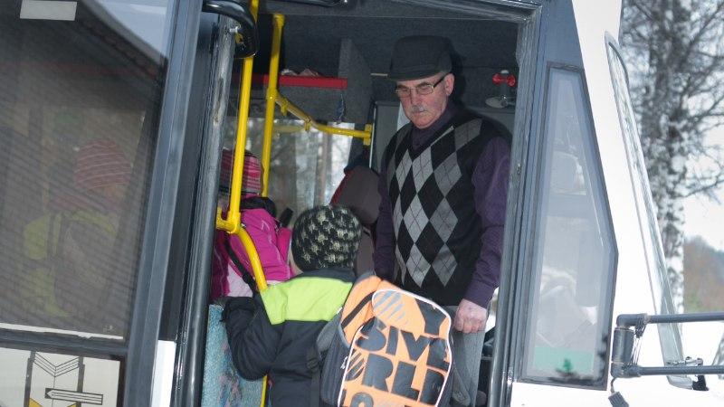 Koolibussijuht: ikka juhtub, et väsinud laps magab peatuse maha