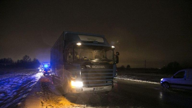 FOTOD: Läti auto tegi Tallinna ringteel kaks kokkupõrget
