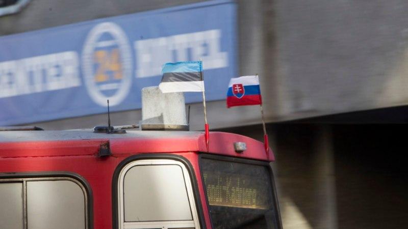 Tallinna Linnatranspordi AS: Tallinna ühissõidukeid kaunistavad Slovakkia, mitte Vene lipud!