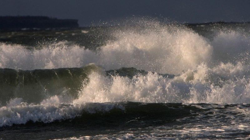 Hiiumaa ja Vormsi liinidel ei välju parvlaevad tormi tõttu vähemalt lõunani