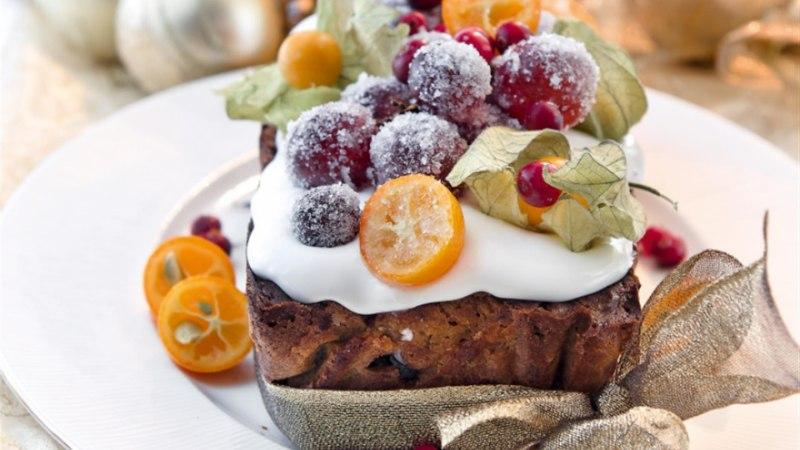 Vürtsidega puuviljakeeks